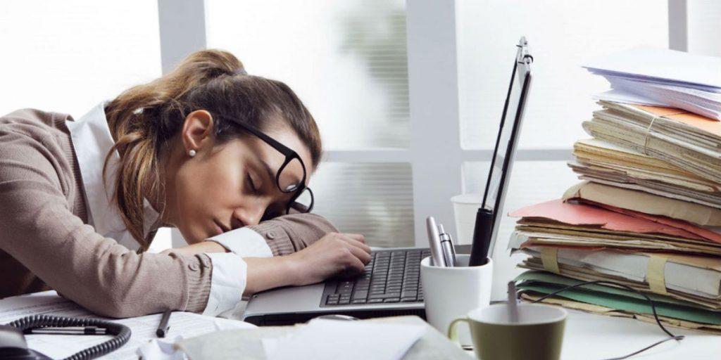 Fin de año y metas inconclusas: cómo manejar el estrés laboral