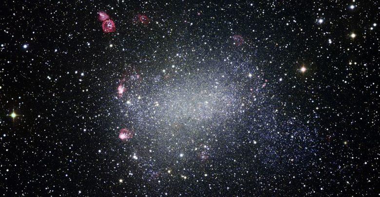 Descubren que la Tierra recibe una señal de radio de una galaxia a 500 millones de años luz de distancia