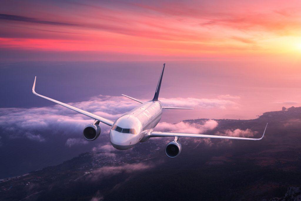 Aviones: el motivo de su blanqueza